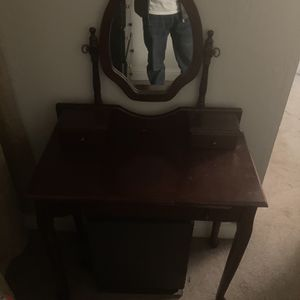 Small Wood make up vanity for Sale in Martinez, CA