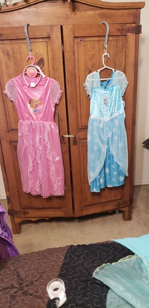 Disney princess dresses size M probably fit kid size 5-7ish for Sale in Midlothian, TX