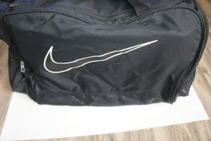 LARGE Nike Duffle gym travel bag with shoulder strap HUGE for Sale in Whittier, CA