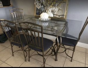 Dining table and chairs for Sale in Hialeah, FL