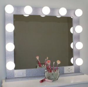 Hollywood Style Vanity Makeup Mirror With Lights (32x28) for Sale in Santa Clarita, CA