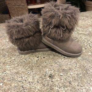 Toddler Girls Trolls Boots Faux Fur Size 8 Warm And Comfy Princess Poppy. for Sale in Port Jefferson Station, NY