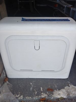 Fiberglass Center Console with hatch for boat for Sale in Hialeah, FL