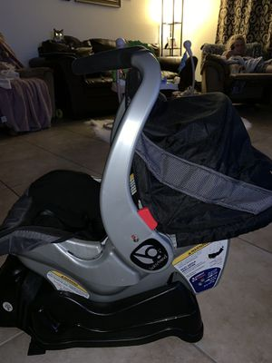 Baby Trend Infant Car seat with Base for Sale in Ocala, FL