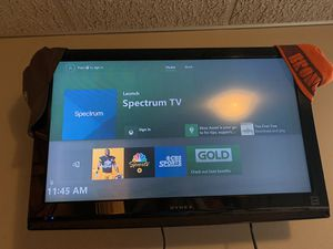 Dynex 32 inch tv with mount for Sale in Webster Groves, MO
