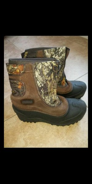 Itasca Kids snow boots size 6y for Sale in Las Vegas, NV