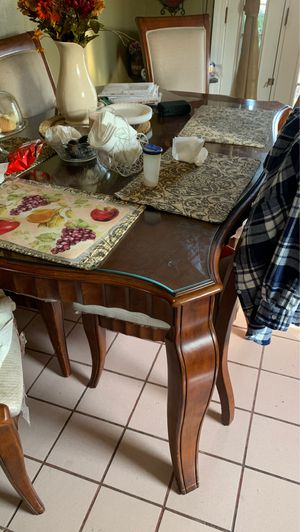 Dining table in very good condition 6 chairs for Sale in Ceres, CA