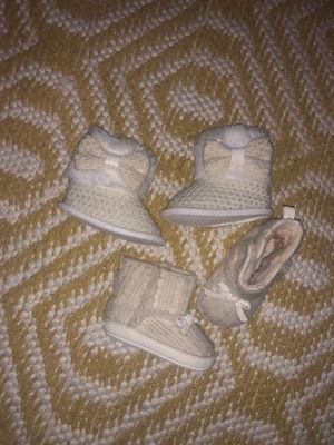 White/cream baby girl boots with hat for Sale in Modesto, CA