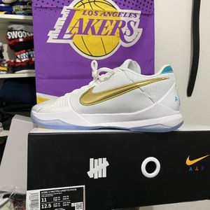 "Kobe 5 Undefeated UnLucky 13 ""white Pair"" Size 11 for Sale in Las Vegas, NV"