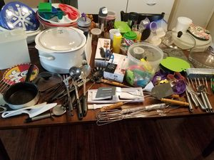 Mixed Kitchen Items (Crockpot, Containers, Mixing Bowls, Utensils, Cookie Cutters, Immersion Blender, Electric knite, and more for Sale in Buena Park, CA