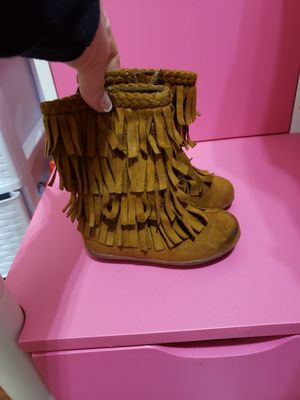 Super cute fringe boots toddler girl size 6 for Sale in Oak Lawn, IL