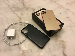iPhone 11 Pro Max 256Gb Gold for Sale in Belews Creek, NC