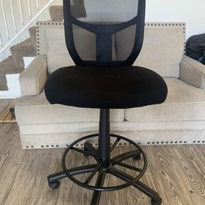 Staples Tall Office Chair for Sale in Los Angeles, CA