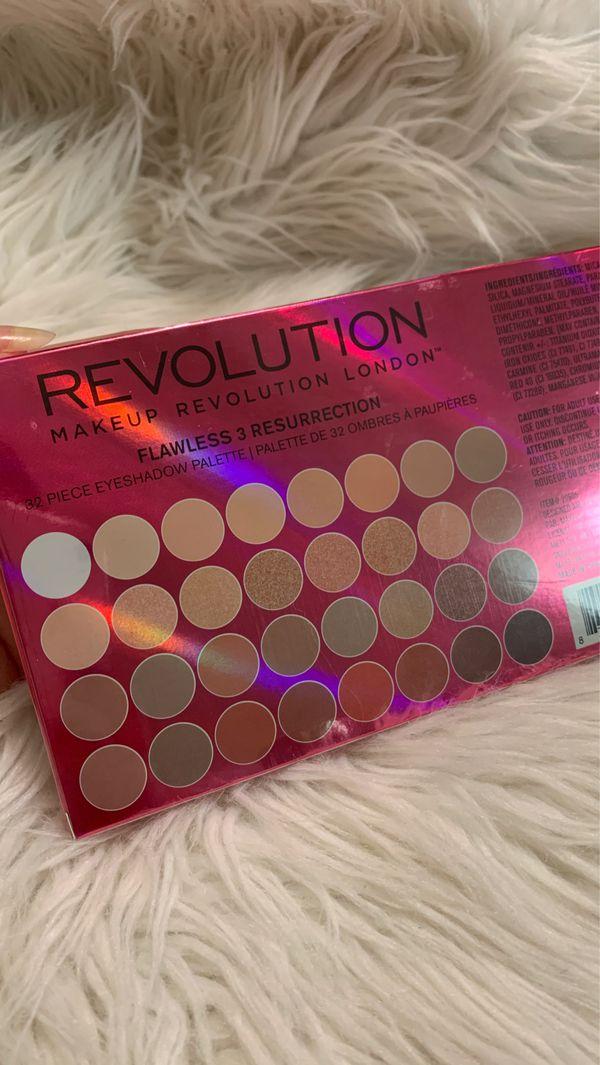 Makeup Revolution Flawless 3 resurrection palette