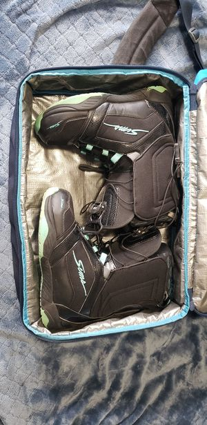 Snowboard Boots and Bag for Sale in Hesperia, CA
