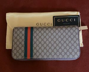 Gucci GG Supreme Zip Around Wallet! for Sale in North Olmsted, OH