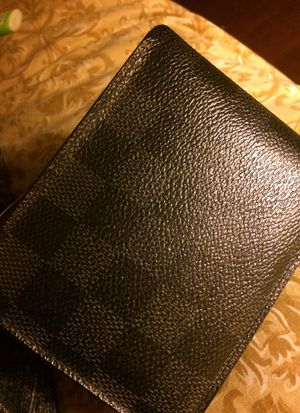 Louis vuttion wallet , Black/grey for Sale in Queens, NY