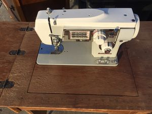 Zig Zag sewing machine for Sale in Newark, CA