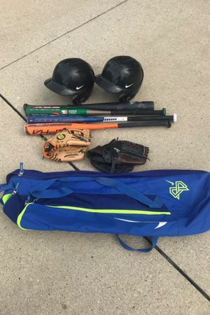 Baseball lot bag is like a new one bat it's brand new still in plastic for Sale in Macomb, MI