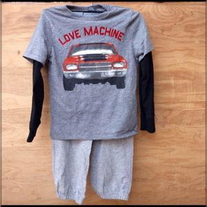 NWT Baby Gap love machine lowrider sweats long sleeve 5T for Sale in Monterey Park, CA