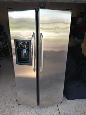 Stainless steel General Electric Refrigerator for Sale in Bartow, FL