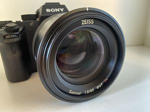 Sonnar T FE 35mm f/2.8 ZA Wide-Angle Lens for Most a7-Series Cameras - Black for Sale in Manhattan Beach, CA