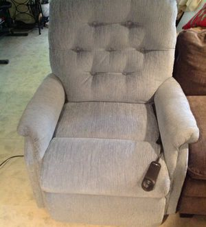 Lazy boy reclaimer chair 1 year old for Sale in North Bethesda, MD