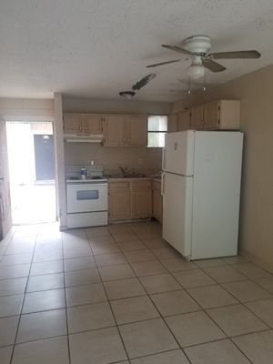 Kitchen cabinets. Upper 30x15, 36x21, 39x24, 33x15 lowe 36x34 for Sale in Tampa, FL