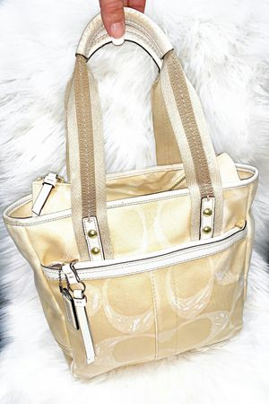 Authentic Coach Tote Purse for Sale in Chandler, AZ