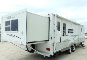 07 Trailer White Camper for Sale in Chicago, IL
