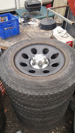 "17""Rims 33"" tall tires Chevy GMC Silverado Cadillac Escalade Tahoe Tires and Wheels 1/2 ton six lug 6×5.5 bolt heavy load E for Sale in Auburn, WA"