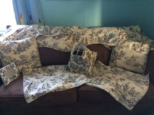 Toile Set for Sale in Coventry, RI