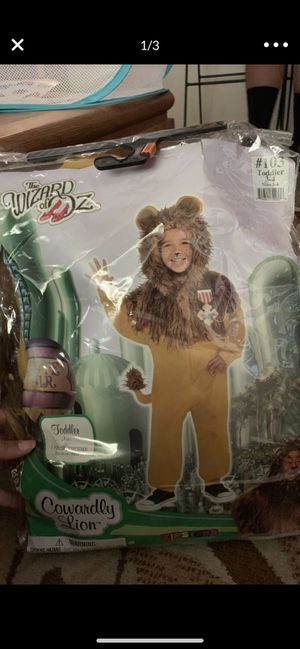 Cowardly lion from wizard of oz costume for Sale in Moreno Valley, CA