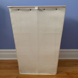 White Hamper/Basket for Sale in Freehold,  NJ