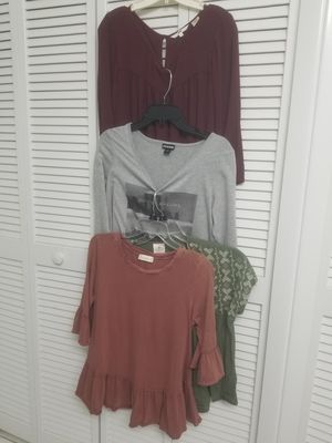 Women's clothes bundle size L for Sale in Fort Myers, FL