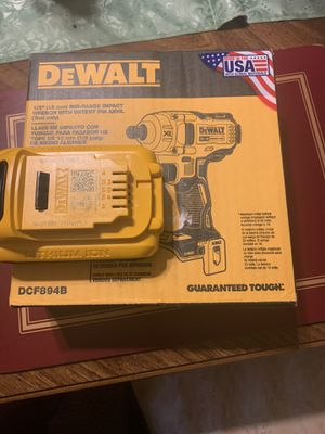 20V MAX* XR® 1/2 IN. MID-RANGE CORDLESS IMPACT WRENCH WITH DETENT PIN ANVIL AND BATTERY ( NO CHARGER) for Sale in NEW CARROLLTN, MD