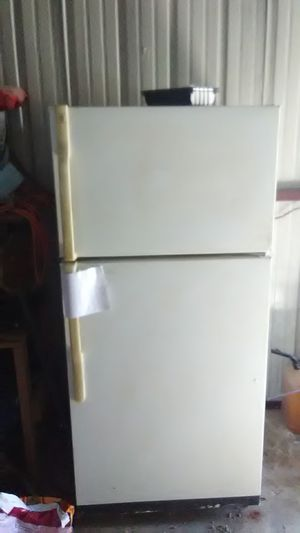 Ge refidgerator needs thermastat. for Sale in Siloam Springs, AR