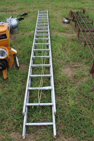 36 ft aluminum extension ladder for Sale in Seattle, WA