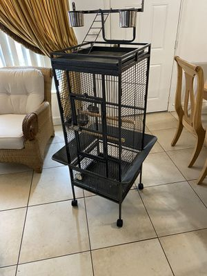 Bird parrot cage for Sale in Miami, FL