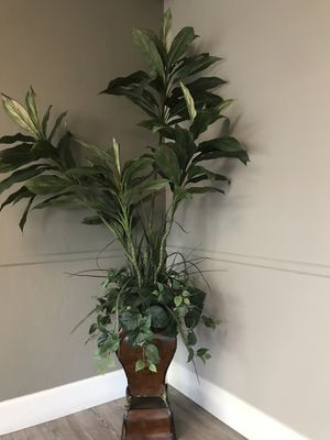 Artificial plant. for Sale in Sanger, CA