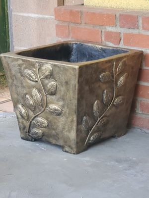 """Rustic Concret plantes 18""""x18 x16 tall for Sale in Whittier, CA"""