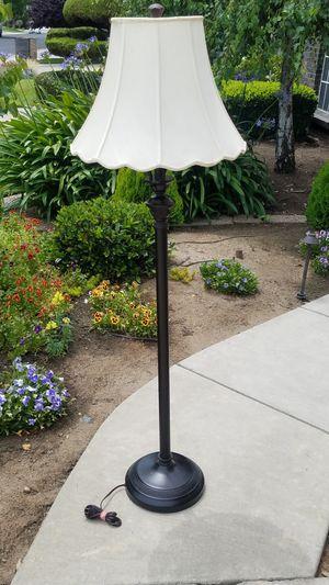 Floor lamp for Sale in Modesto, CA