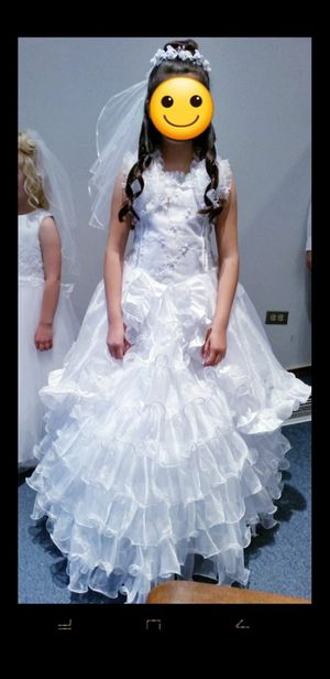 SIZE 10 COMMUNION/FLOWER GIRL DRESS WITH VEIL HEADBAND AND BOW(white) for Sale in Joliet, IL