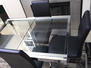 Modern dining set for Sale in San Diego, CA