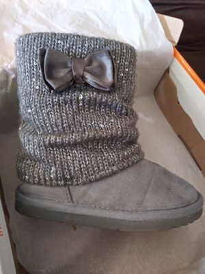 Toddler girl size 9 boots for Sale in Apple Valley, CA