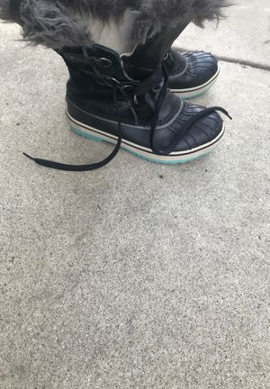Sorel girl snow boots size 3 for Sale in Los Alamitos, CA