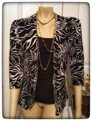 CHICO'S black and white design open cardigan, size 1 for Sale in Cleveland, OH