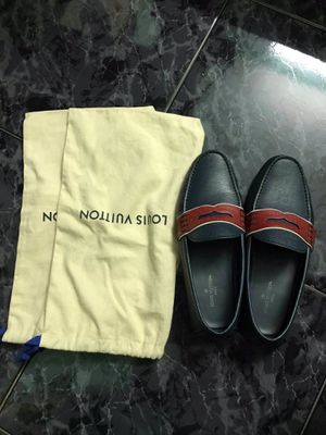 Louis Vuitton Authentic Like new! (Nomal use) size 8US (No discount) 50 Neuse River pkwy #3 clayton,NC for Sale in Clayton, NC