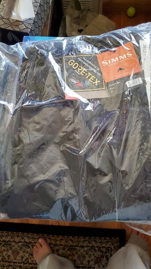 Simms Gore-tex pro bib for Sale in Brooklyn, NY