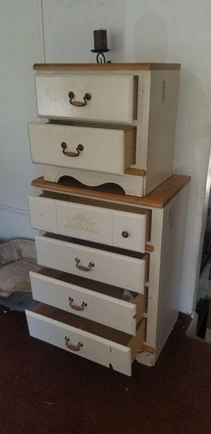 Dresser and nightstand for Sale in Forest Heights, MD